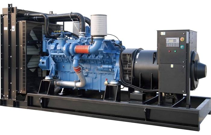 Máy phát điện công nghiệp dùng trong các nhà máy - xí nghiệp.